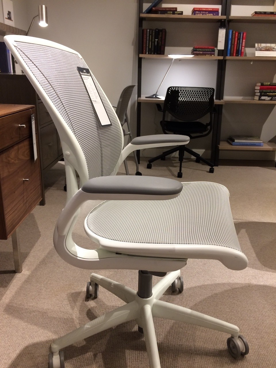 Humanscale Diffrient World Chair alternate side view
