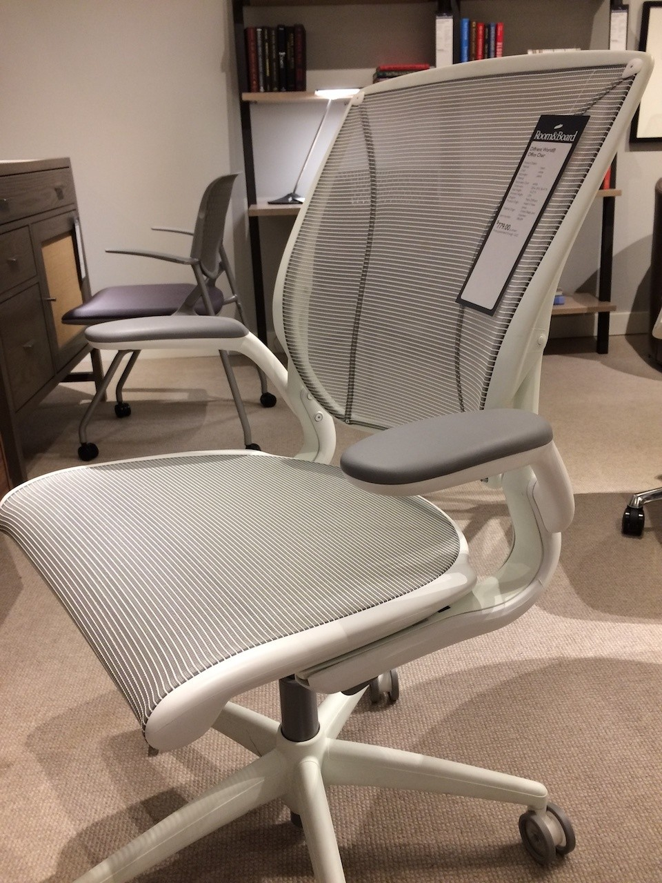 Humanscale Diffrient World Chair side angle view
