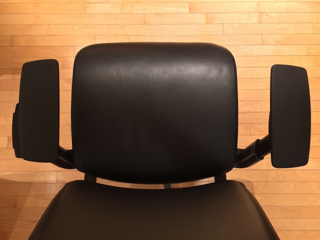 Steelcase Think Chair armrest width adjustment